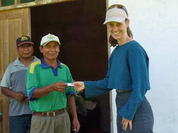Katja Wiese bei der Projektarbeit in Bolivien (Foto: Naturefund)